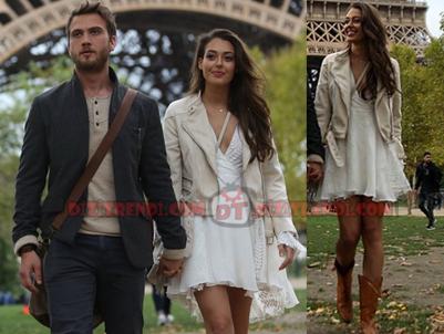 Sena'nın giydiği beyaz elbise Esra Gürel tasarımıdır. Sena krem rengi deri ceket Vero Moda.