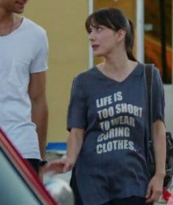 Dolunay Nazlı Kıyafetleri Dolunay Nazlı Kıyafetleri Nazlı ön kızmı desenli t-shirt markası : I Shot MyMan