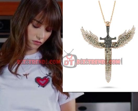 Dolunay Nazlı Kıyafetleri 9-10-11. Bölümler Dolunay dizisinde Özge Can Gürelin canlandırdığı Nazlı melek kolyeleri Devon Diamont